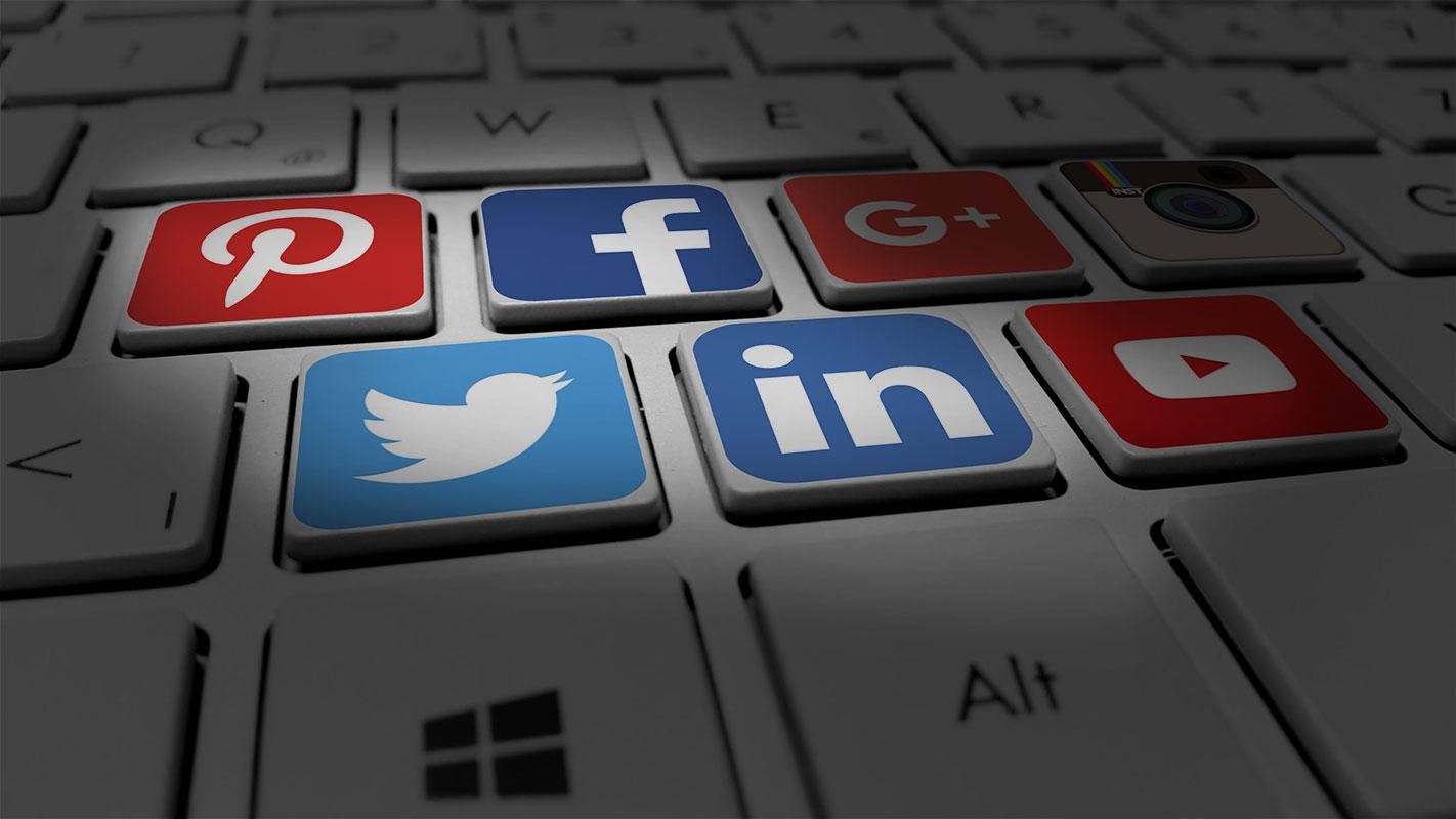 Community management cristina communication - icone facebook linkedin twitter instagram